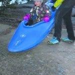 Kalliolla pääsi kokeilemaan kanoottilaskua Natura  Vivan poikien ohjauksessa. Kuva: Eero Honkanen