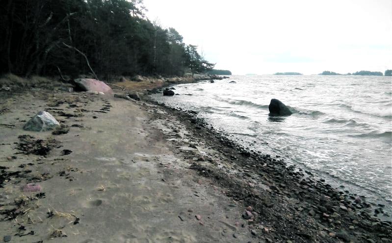 Pikku Kortlahden rantaa.