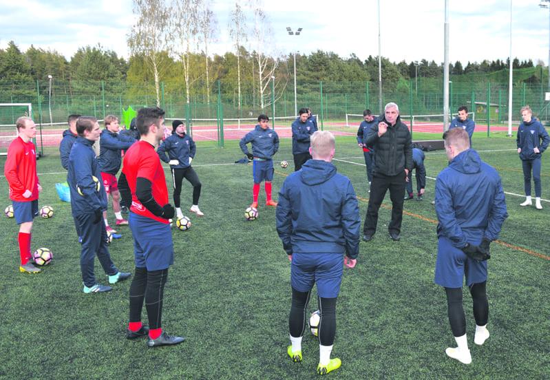 FC Viikinkien edustus harjoittelemassa.