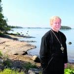 Isä Ambrosius viettää vilkkaita eläkepäiviä Kallvikissa