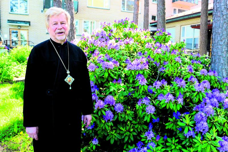 Isä Ambrosius Sofian edustalla.