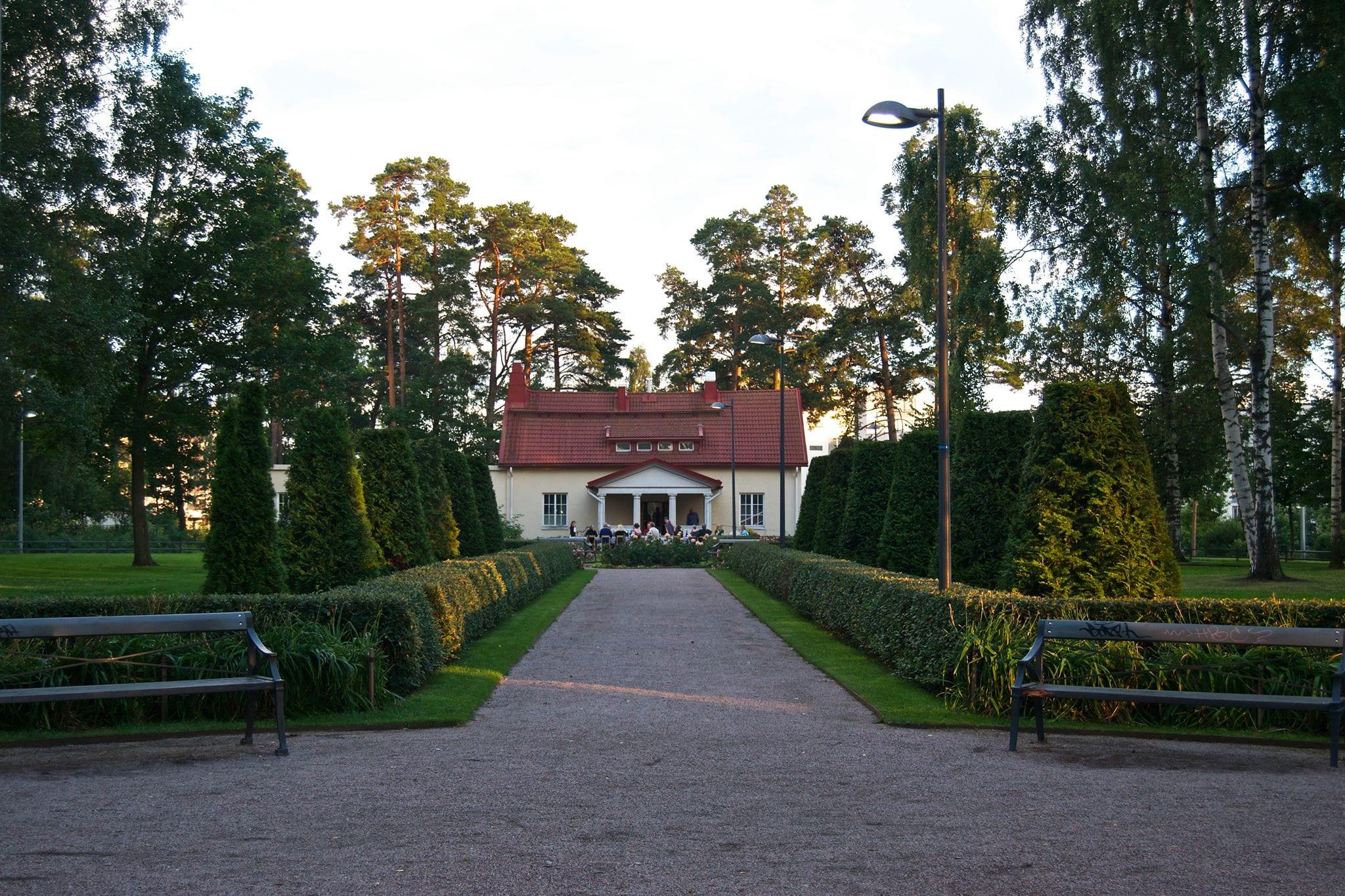 Villa Lill Kallvik sijaitsee Aurinkolahdessa.