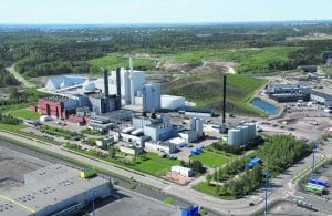 Havainnekuvassa näkyy valkoisella biolämpölaitoksen sijainti Helenin Vuosaaren voimalaitosalueella. Havainnekuva: Virkkunen & Co Architects