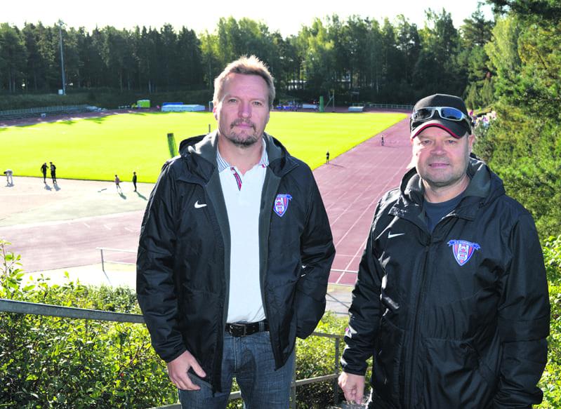Marko Lahikainen ja Mika Forsman Heteniityn kentällä.