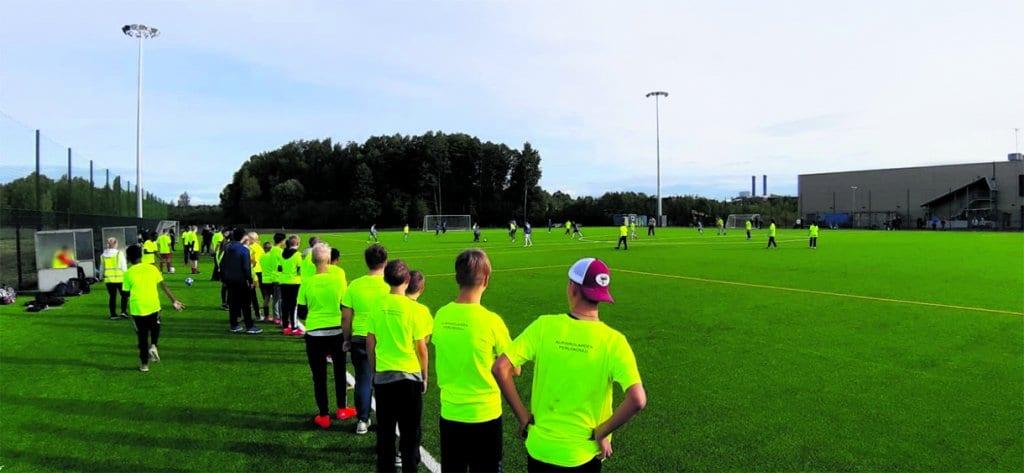 Kartanon kentällä pelattiin futista koulujenvälisessä turnauksessa. Kuva: Sami Rönty