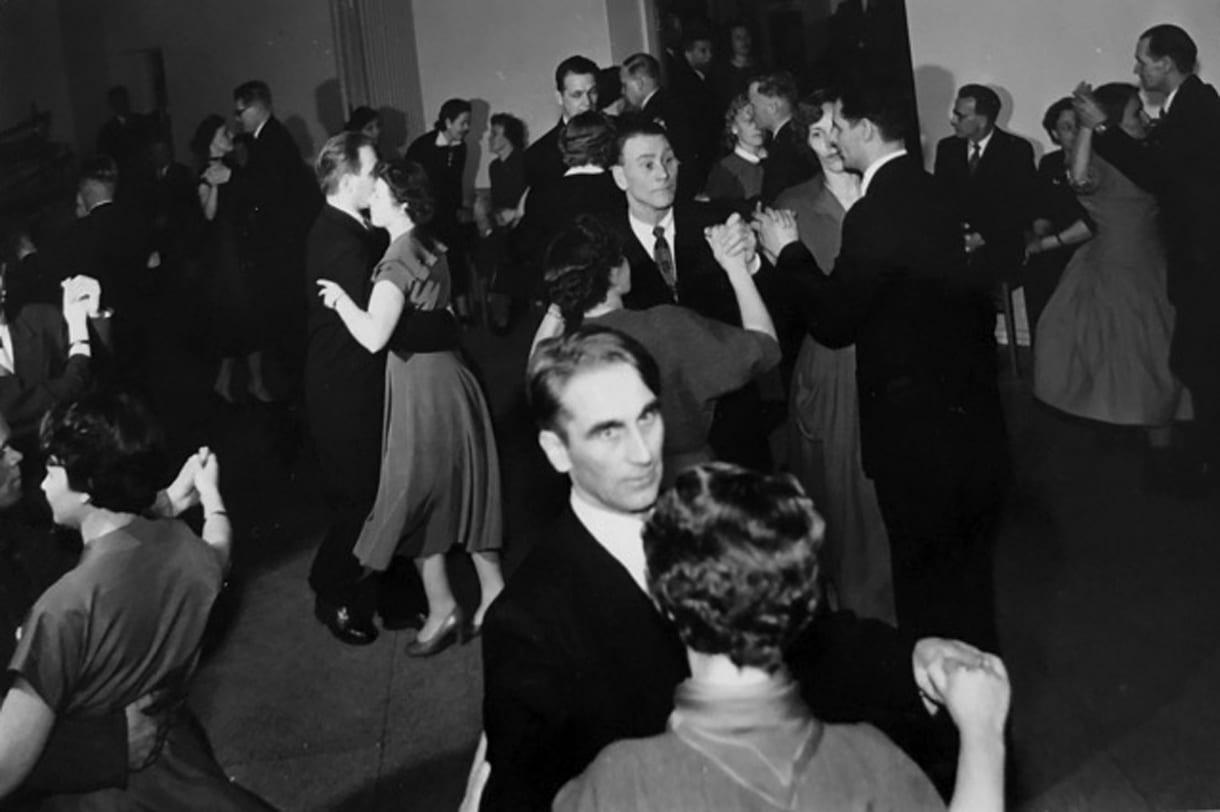 Tässä tanssitaan Sasekan juhlissa.