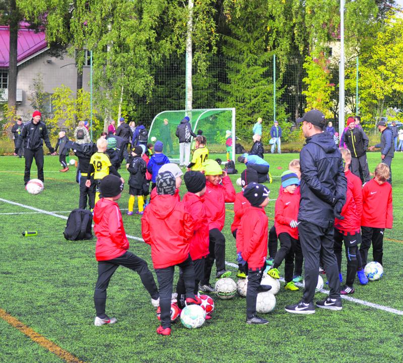 Viikareiden järjestämään P12-poikien futisturnaukseen osallistui neljä seuraa neljän joukkueen voimin.