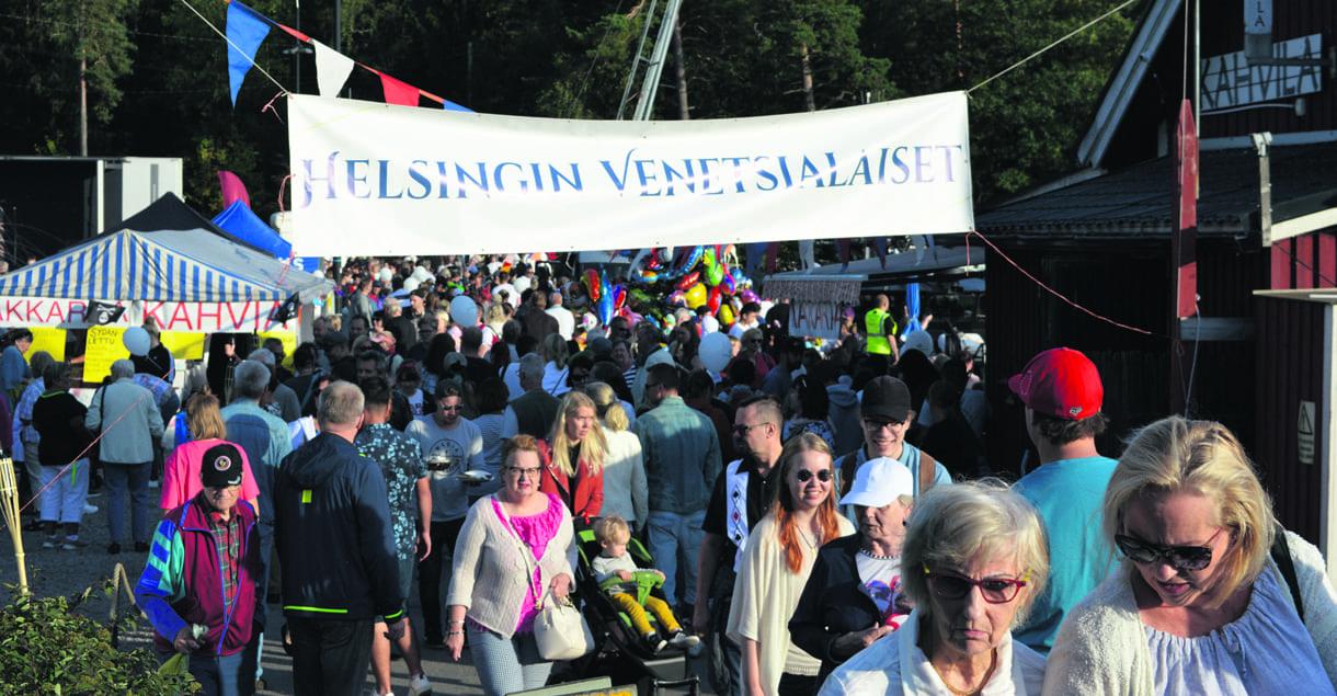 Helsingin Venetsialaiset veti Uutelan rantaan ennätysyleisön juhlijoita. Lämpimän elokuisen illan vetonauloina olivat Marita Taavitsainen ja mahtava ilotulitus.