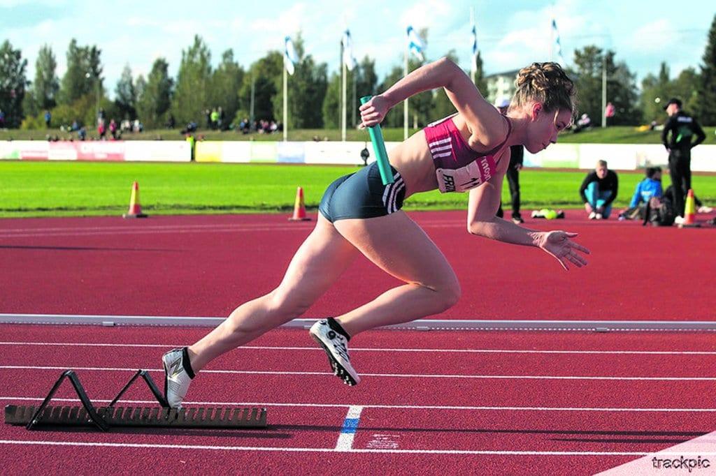 Mattila on 400 metrin aitajuoksun lisäksi tuttu näky 400 metrin viestijuoksusta (kuvassa kauden 2019 SM-kisojen viestin hopeajuoksu) sekä 200 metrin juoksusta. – Nykyään keskityn vain 400 metrin aitoihin, mutta toki viesteihin osallistun, jos tulen valituksi niihin, Mattila sanoo. Kuva: Trackpic