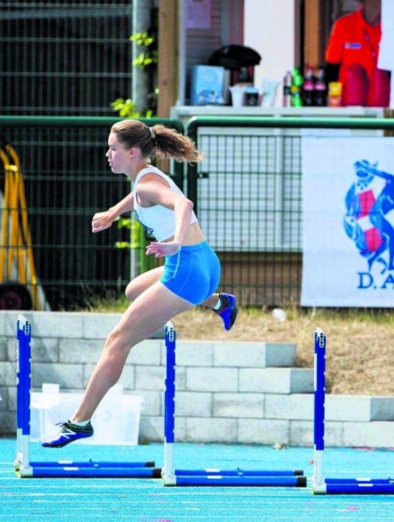 Mattilan tähtäimessä siintävät kesän 2020 aikuisten EM-kisat sekä 2024 järjestettävät olympialaiset. Tässä juostaan vuoden 2018 Pohjoismaiden maaottelun 400 metrin aitoja.