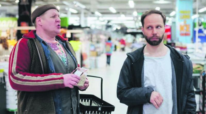Santtu Karvonen ja Juho Milonoff näyttelevät Pientä laittoa -sarjassa.