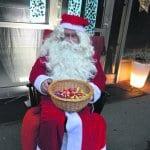 Joulupukkikin saapui joulukiireiden keskeltä paikalle.