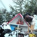 Joulupolun yhteydessä järjestettiin myös lelukeräys hyväntekeväisyysjärjestö Hopen kanssa. Kuvassa hienosti koristeltu lelukontti Urheilukalastajien rannassa.