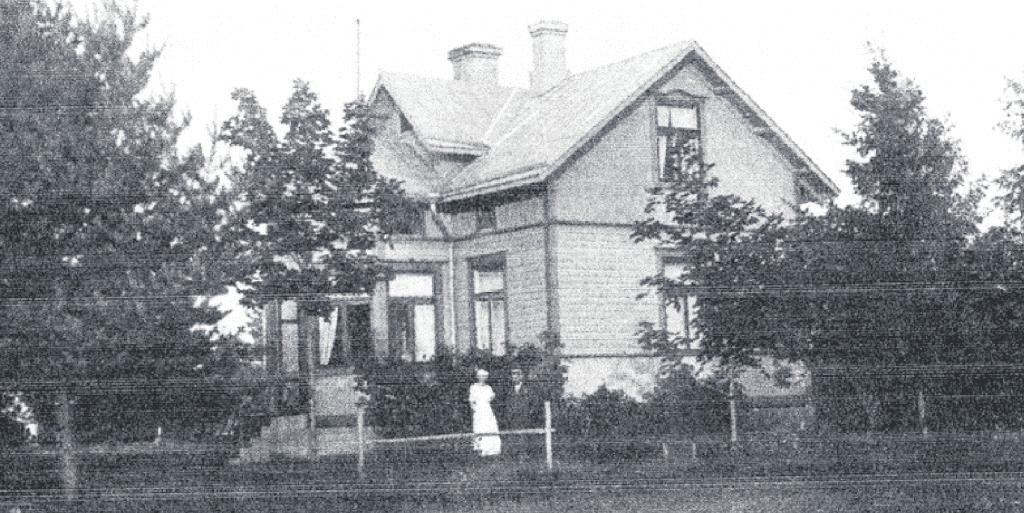 Sundin perheen talo Fredrikshem Airoparintien päässä 1900-luvun vaihteessa. Talon paikalla ovat nyt Airoparintie 13 rivitalot. Tiedon mukaan ratsain liikkuneet kasakat majoittuivat tässä talossa. Talo purettiin 1970-luvulla.
