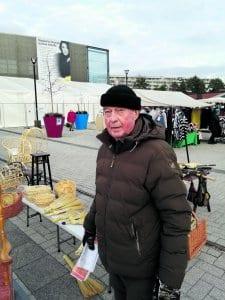 – Joulumarkkinoilla kauppa on käynyt ihan mukavasti, Mosaiikkitorin markkinoiden vakiokauppiaisiin kuuluva Ossi Engberg Kymen Rottingista totesi.