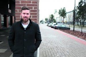 Porvoosta kotoisin oleva myyjä Janne Karvonen, 32, asuu perheineen Aurinkolahden Kahvikorttelissa.