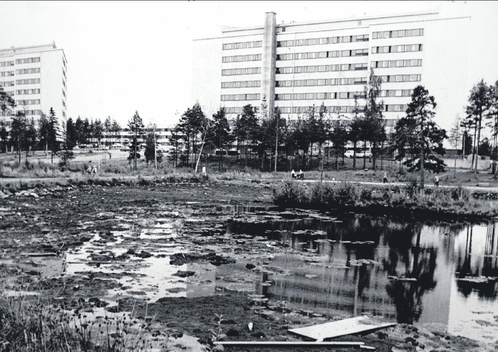 Kuvassa Ilveskorvenpuiston Kangaslampi 1960–70-lukujen taitteessa.