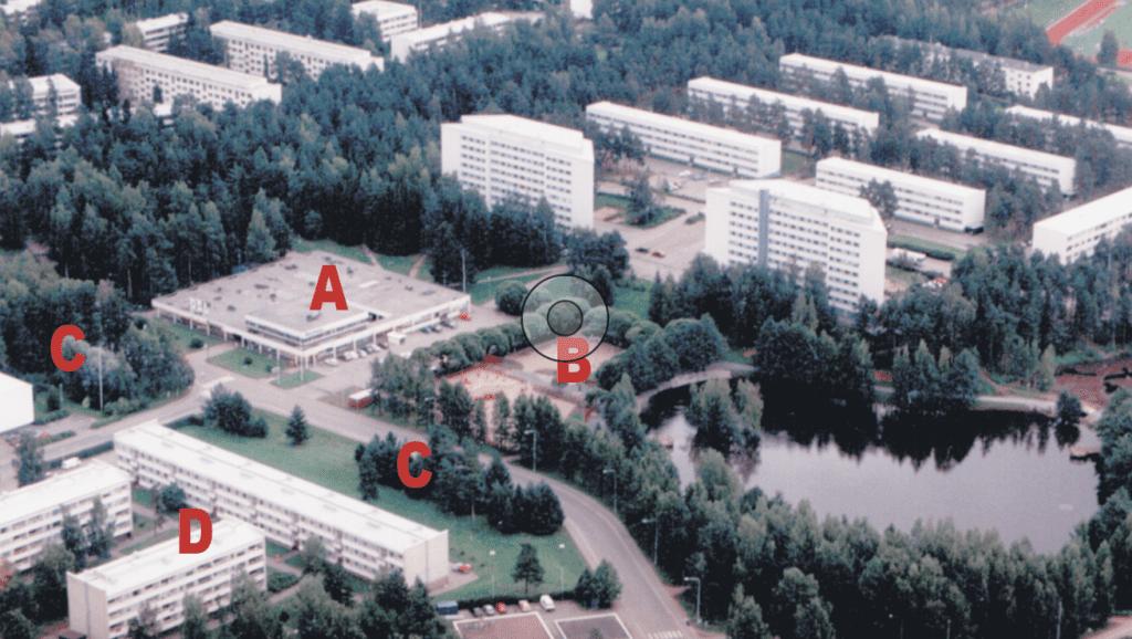 Vanhassa ilmakuvassa Pohjoinen ostoskeskus on merkitty A:lla, Ilveskorvenpuisto B:llä, Mustalahdentien mahdolliset täydennysrakennuskohteet C:llä ja mahdolliset purettavat Neitsytsaarentien kerrostalot D:llä.
