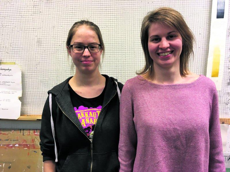 Saara Seppälä (vasemmalla) on Itä-Helsingin Taideseuran uusi puheenjohtaja ja Liisa Loponen uusi varapuheenjohtaja.