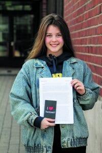 Vuosaaren lukion opiskelija Julia Korhonen, 17, voitti Odd Fellows -järjestön kirjoituskilpailun. Hän pääsee heinäkuussa kymmenen päivän matkalle Islantiin ja Yhdysvaltoihin.