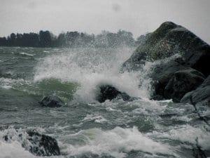 Elina-myrskyn aaltoja Skatanniemessä 10.2. Luonto näytti voimansa. Aivan huikean kaunista. Terveisin Tuomo Holopainen