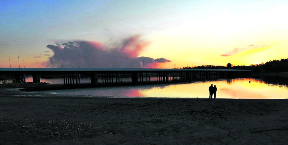 Romanttinen auringonlasku Vartiokylänlahdella. Kuva: Emma Bauer