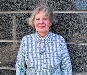 Vuosaaren keskustassa asuva eläkeläinen Elsa Hietanen, 87, on ollut vuosaarelainen vuodesta 2004.