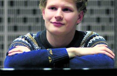 Vuonna 1994 syntyneen pianisti Hannu Alasaarelan Flyygelikuu-konsertista voi nyt nauttia netin kautta.