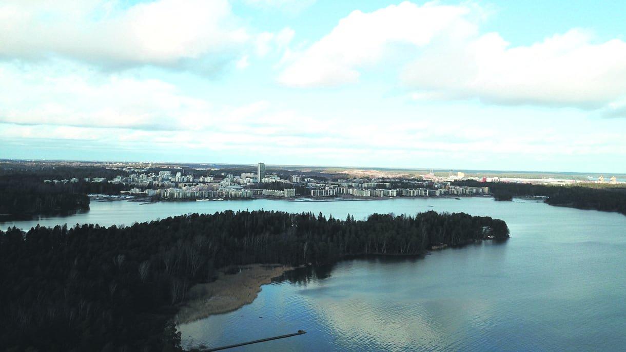 Tämä ilmakuva on otettu 23.2.2020 Kallvikinniemestä kohti Aurinkolahtea.              Kuva: Jussi Sahlberg