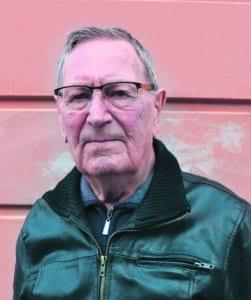 Osmo Halonen, eläkeläinen, 83 vuotta, on asunut Vuosaaressa vuodesta 1965 lähtien, nykyisin Aurinkolahdessa.