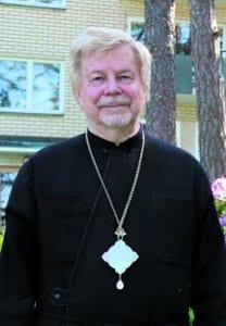 Kallvikinniemessä asuva piispa Isä Ambrosius (oikealta nimeltään Risto Jääskeläinen), 74, on ollut vuosaarelainen 14 vuotta.