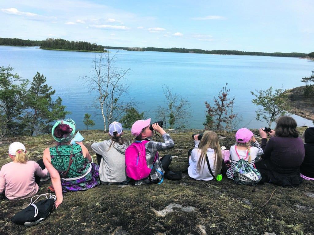 Iloa luonnosta ja eläimistä -leirit on tarkoitettu 9–12-vuotiaille tytöille. Niitä järjestetään Vuosaaren Uutelassa, Vartiosaaressa ja Hangon Benkussa.
