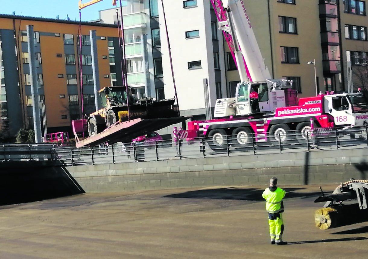 Uutelan kanavan ylimmät altaat puhdistettiin kaupungin toimesta torstaina 23.4.