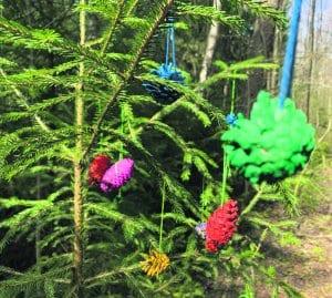 Uutelan poluilta voi bongata kaunista luontotaidetta. Liekö asialla olleet metsätontut vai kenties keijukaiset? Terveisin, S.T.