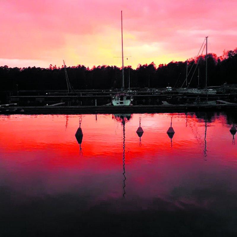 Iltarusko Pikku Kallahden rannassa 20.4. Kuva: Vesa Natunen