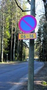 Pysäköintimerkki Mustavuoressa.