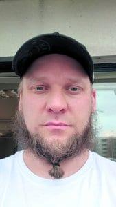 Kallahdessa asuva lähihoitaja/ohjaaja Sami Wilkman, 40+, on ollut vuosaarelainen alle 10 vuotta.