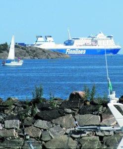 Rahti kulkee Vuosaaren satamassa. Kuva: Matti Pöhö