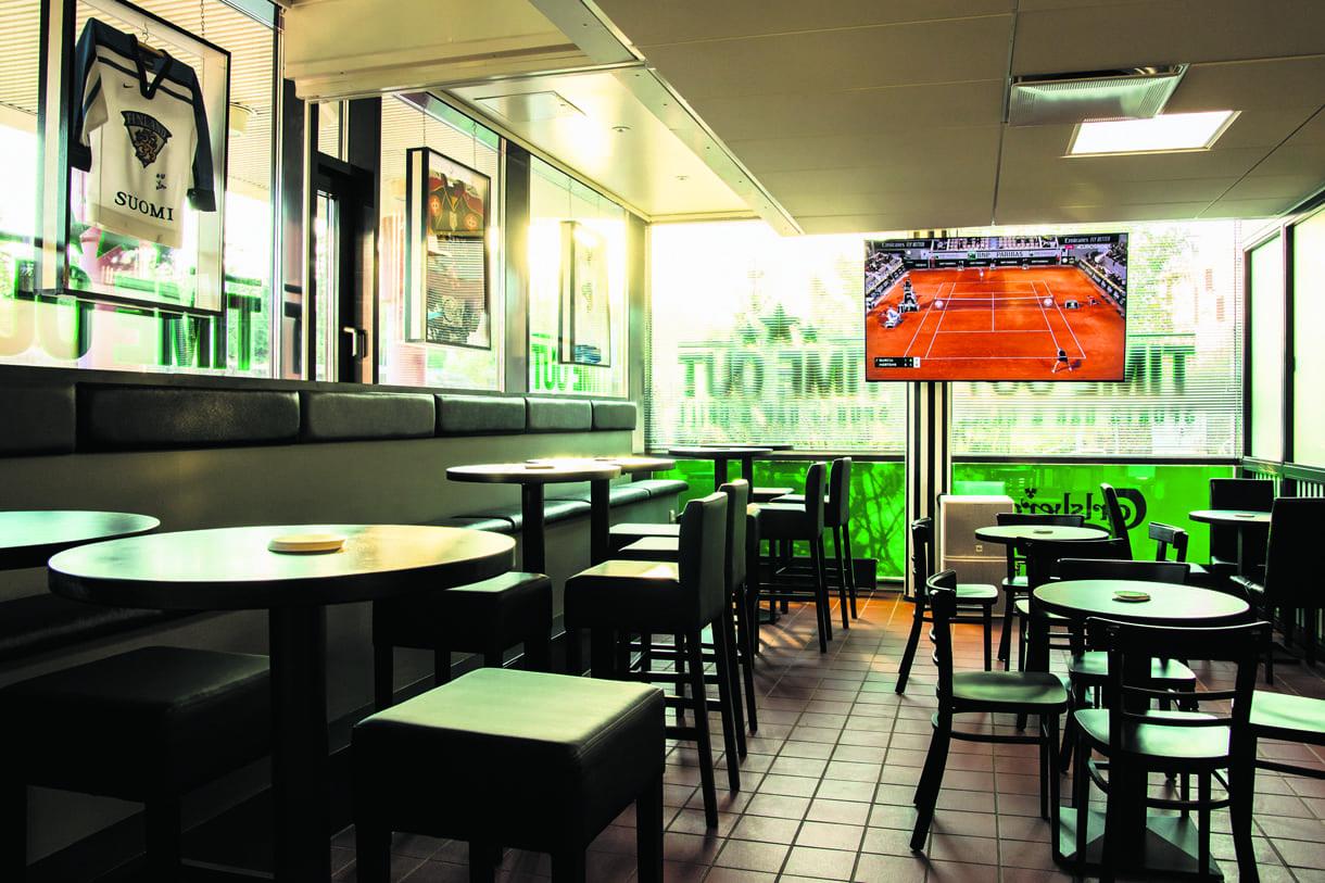 TimeOut Sports Bar & Grill sijaitsee osoitteessa Retkeilijänkatu 11.