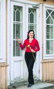 Limonaatia ry kaavailee Vuosaaren kartanolle kesällä 2021 monipuolista ohjelmaa. Kuvassa yhdistyksen puheenjohtaja Heini Haapaniemi.