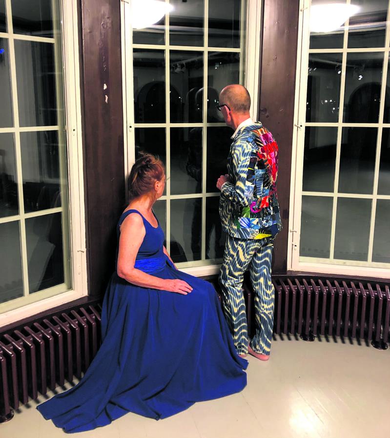 Kuvassa itsenäisyyspäivänä 6.12. kello 18 (kesto 4 minuuttia) tanssiesityksen Valse Triste esittävät Ervi Sirén ja Alpo Aaltokoski.