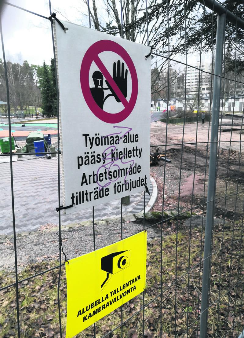 Lohikäärmepuiston piha on vielä työmaa-aluetta ja sinne on pääsy kielletty.
