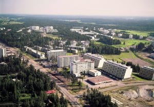 Kuvassa Keski-Vuosaaren Kallvikintien ja Vuosaarentien risteys vuonna 1971. Kuva: Helsingin kaupunginmuseo / Studio B. Möller