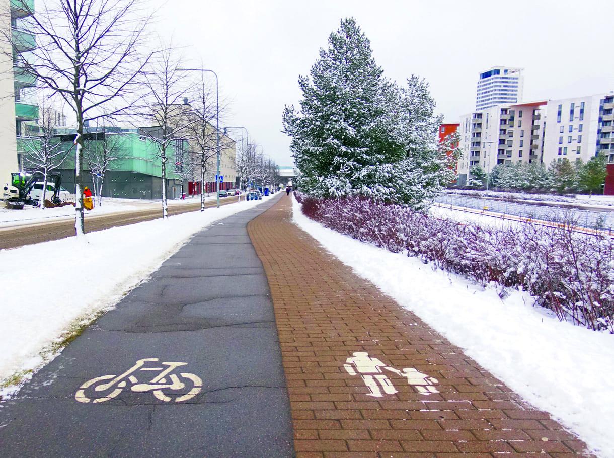 Harjasuolattu kävely- ja pyörätie Vuosaaressa 4.1.2021. Kuva: Helsingin kaupunki / Sari Korolainen