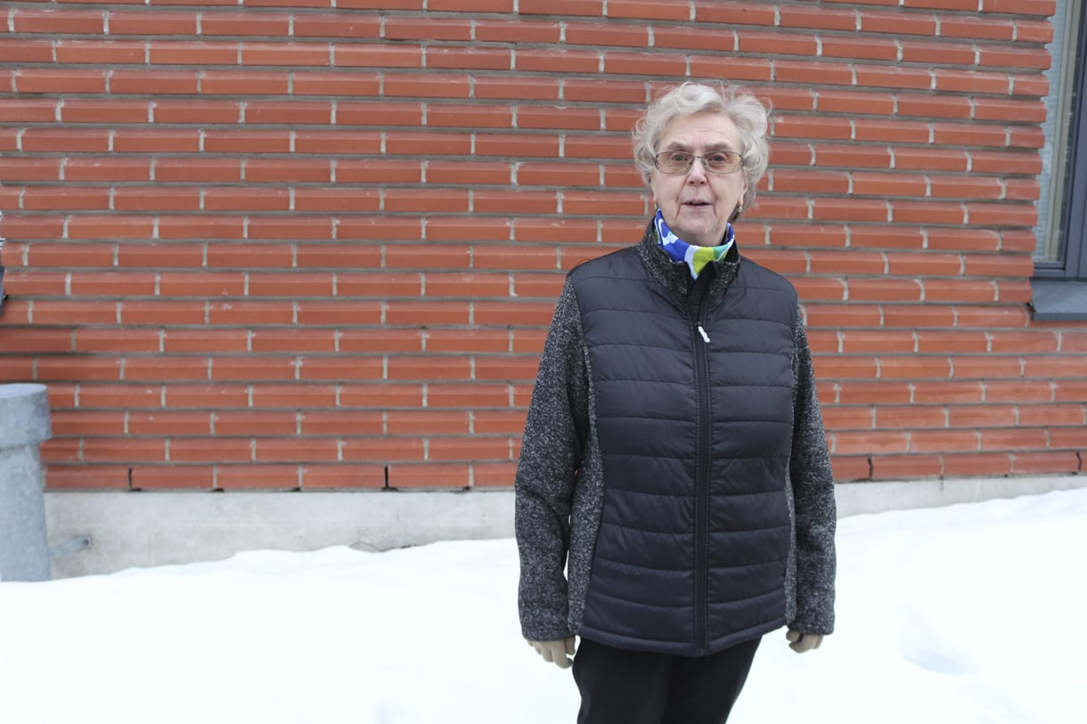 Vuosaarentiellä Vuosaaren keskustassa asuva eläkeläinen Marjatta Valtonen, 72, on ollut vuosaarelainen vuodesta 1973.