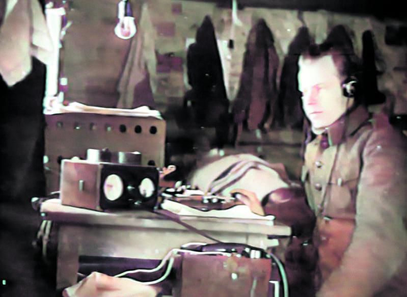 """Kuvassa on """"jottimies"""" Frans Mäkelä sodanaikaisessa tehtävässään siellä jossakin. Tapasin veteraani Frans Mäkelän paikallisella Kakkosten Kerholla joskus 1950-luvulla.    Kuva: Kari Syrjäsen arkistosta"""