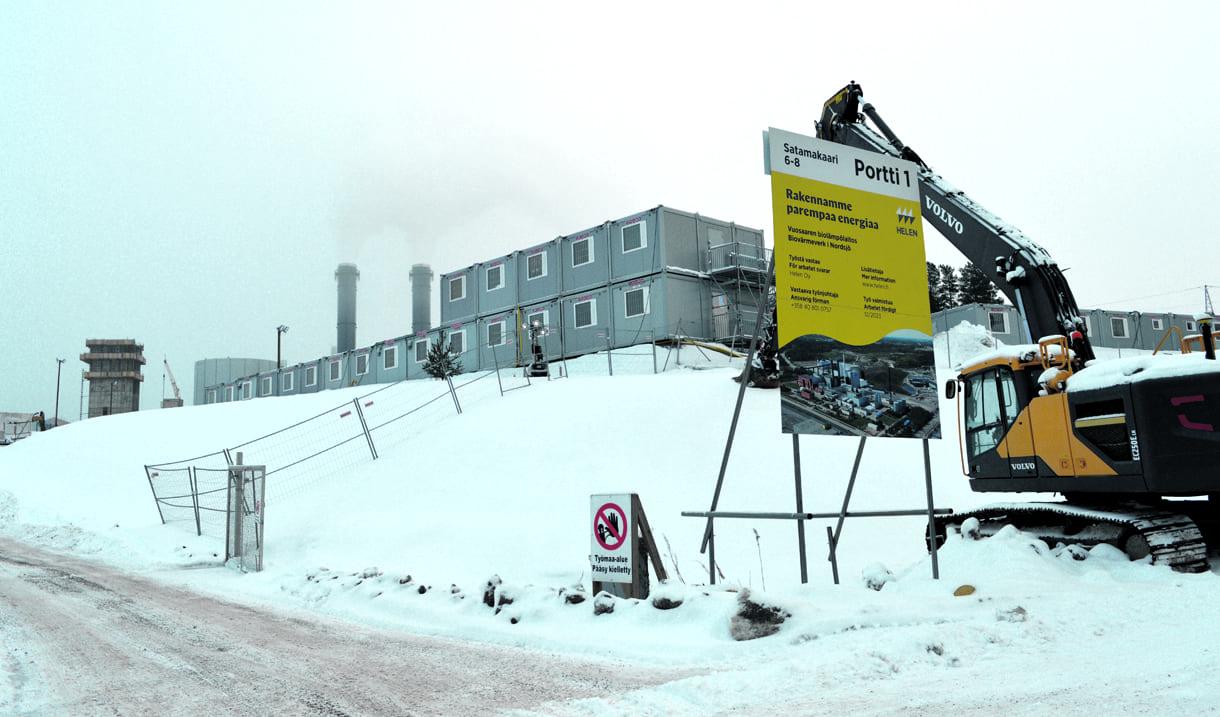 Koronavirustartunnat biolämpölaitostyömaalla pysäyttivät rakennustyöt Vuosaaressa.