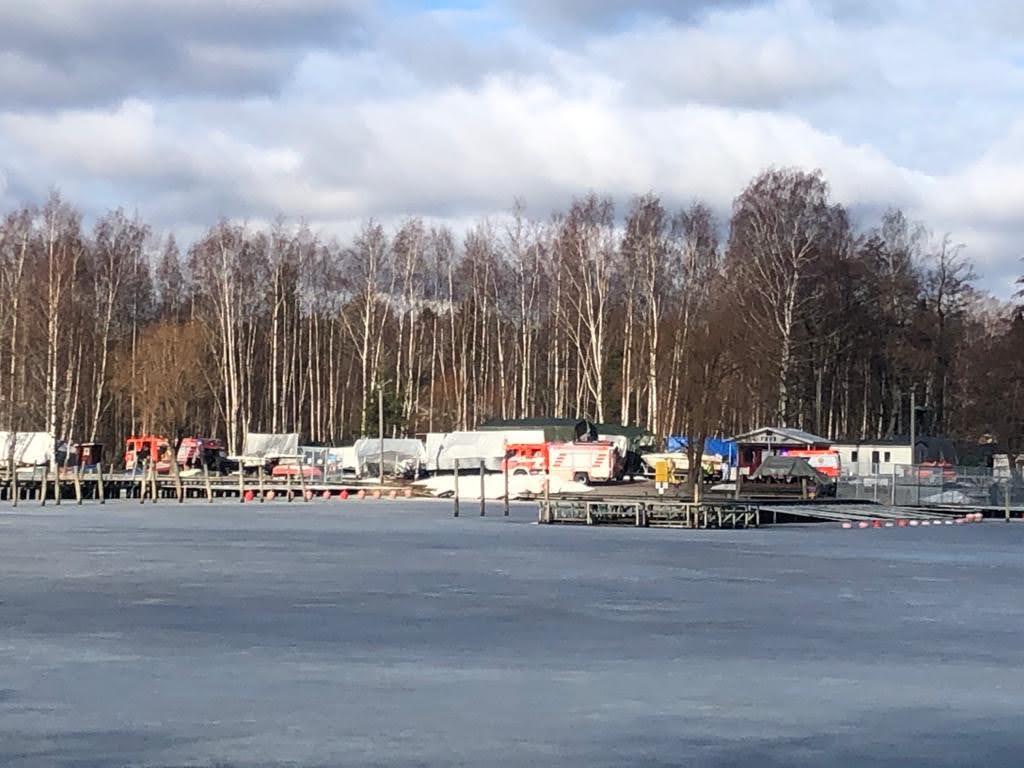 Vartiokylänlahdella Vartiokylän Ranta- ja Venekerhon kohdilla putosi hiihtäjä jäihin lauantaina 3.4. ennen kello 10.