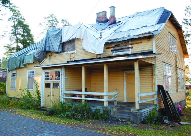 1905 rakennettu Villa Furumo tuhoutui tulipalossa vuonna 2011 korjauskelvottomaksi.                                          Kuva: Eero Honkanen