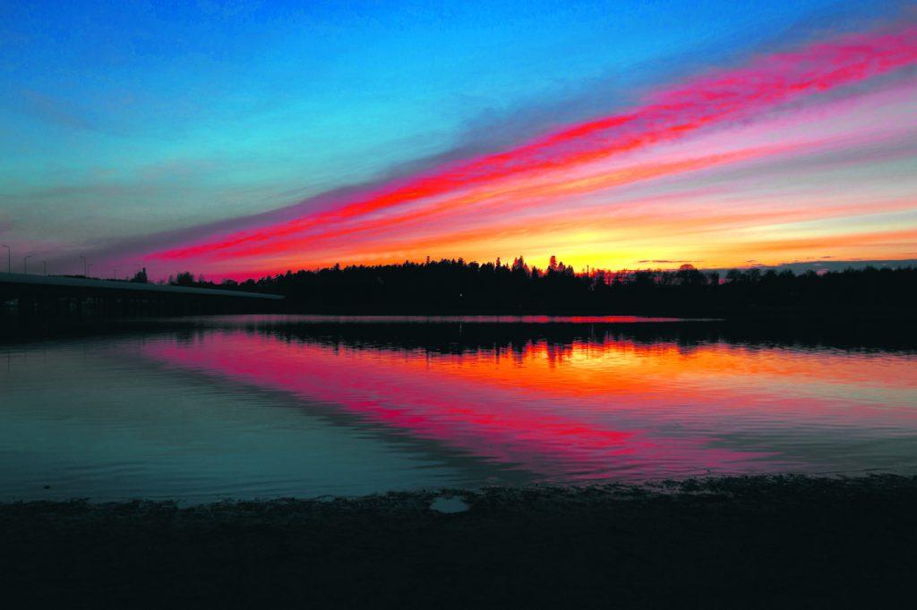 Auringonlasku Rastilan rannalla 2.5. Kuva: Casper Brandt